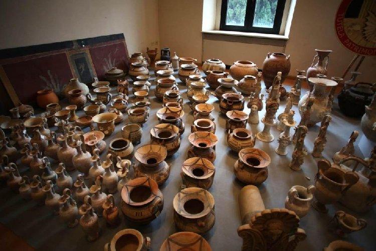 https://www.ragusanews.com//immagini_articoli/04-07-2018/presa-banda-internazionale-dedita-traffico-beni-archeologici-siciliani-500.jpg