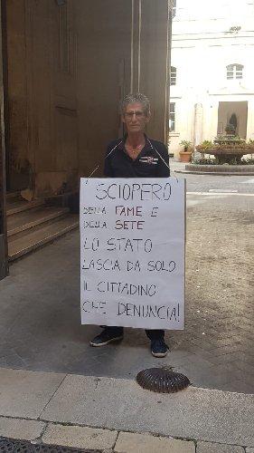 https://www.ragusanews.com//immagini_articoli/04-07-2018/sciopero-fame-maurzio-ciaculli-500.jpg