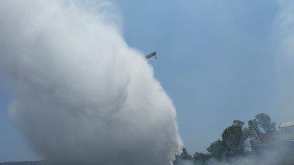 https://www.ragusanews.com//immagini_articoli/04-07-2019/1562256846-va-a-fuoco-la-valle-ippari-arrivano-i-canadair-1-240.jpg