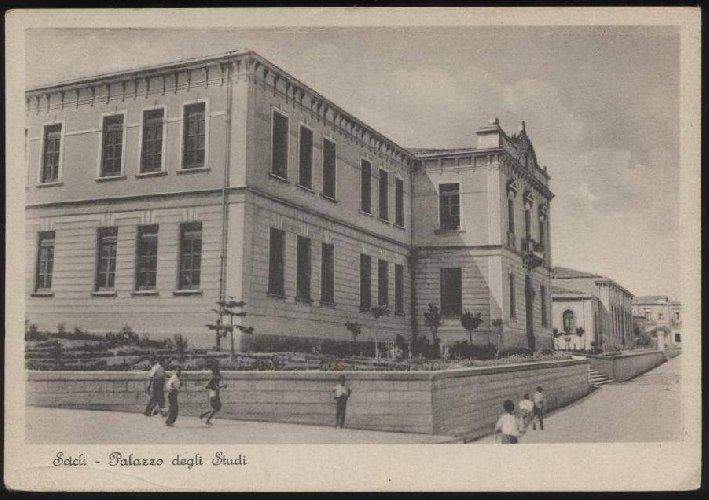 https://www.ragusanews.com//immagini_articoli/04-07-2019/1948-le-scuole-elementari-di-scicli-500.jpg