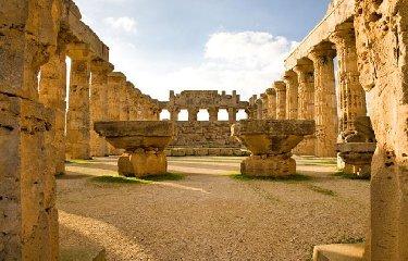 https://www.ragusanews.com//immagini_articoli/04-07-2019/archeologia-scoperta-l-area-dei-sacrifici-a-selinunte-240.jpg