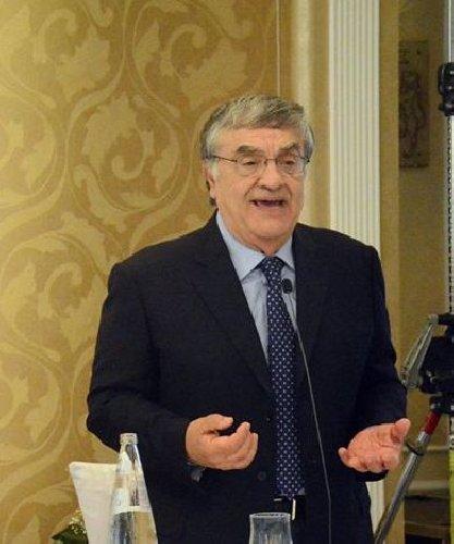 https://www.ragusanews.com//immagini_articoli/04-07-2019/il-professore-uccio-barone-interrogato-a-catania-500.jpg
