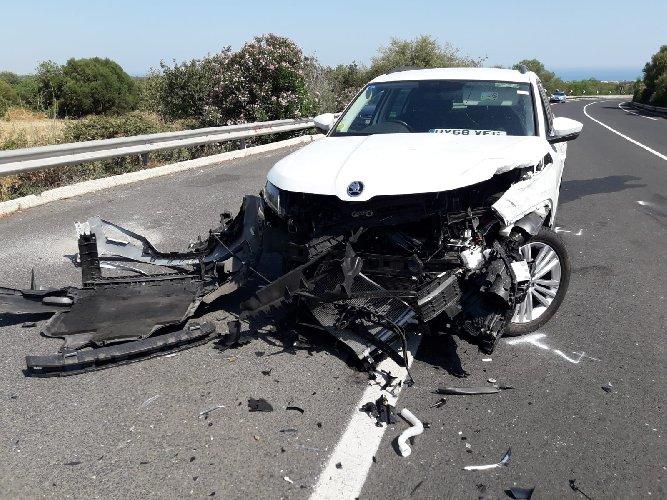 https://www.ragusanews.com//immagini_articoli/04-07-2019/incidente-per-una-famiglia-inglese-modica-pozzallo-500.jpg