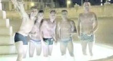 https://www.ragusanews.com//immagini_articoli/04-07-2020/a-pozzallo-ragazzi-scalmanati-fanno-il-bagno-nelle-fontane-pubbliche-240.jpg