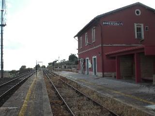 https://www.ragusanews.com//immagini_articoli/04-07-2020/anche-nei-festivi-treno-siracusa-noto-modica-ragusa-donnafugata-240.jpg