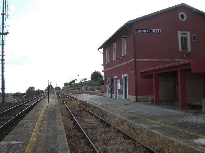 https://www.ragusanews.com//immagini_articoli/04-07-2020/anche-nei-festivi-treno-siracusa-noto-modica-ragusa-donnafugata-500.jpg
