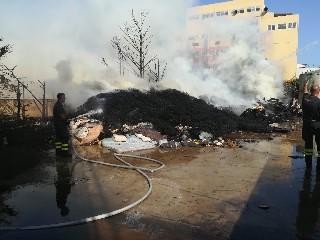 https://www.ragusanews.com//immagini_articoli/04-07-2020/incendio-alla-eco-dep-di-pozzallo-240.jpg