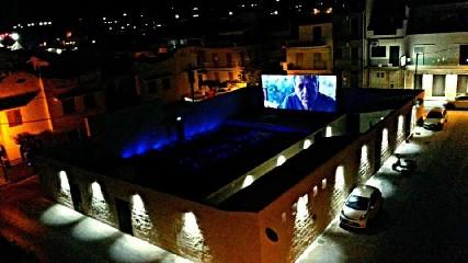 https://www.ragusanews.com//immagini_articoli/04-07-2020/riapre-stasera-l-arena-di-donnalucata-240.jpg
