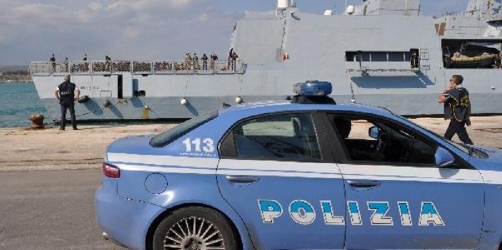 http://www.ragusanews.com//immagini_articoli/04-08-2014/pozzallo-arrestati-altri-due-scafisti-video-500.jpg