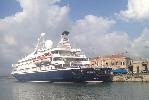 http://www.ragusanews.com//immagini_articoli/04-08-2015/seadream-i-uno-yacht-extralusso-solca-il-nostro-mare-100.jpg