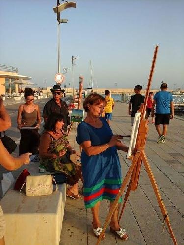 http://www.ragusanews.com//immagini_articoli/04-08-2017/quelli-dipingono-porto-marina-500.jpg