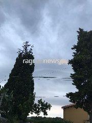 http://www.ragusanews.com//immagini_articoli/04-08-2018/burrasca-frigintini-allagamenti-pachino-240.jpg