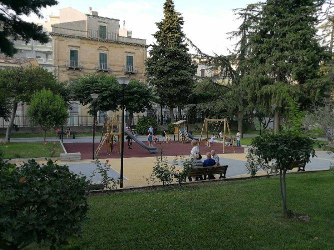 https://www.ragusanews.com//immagini_articoli/04-08-2018/inaugurata-villa-margherita-500.jpg