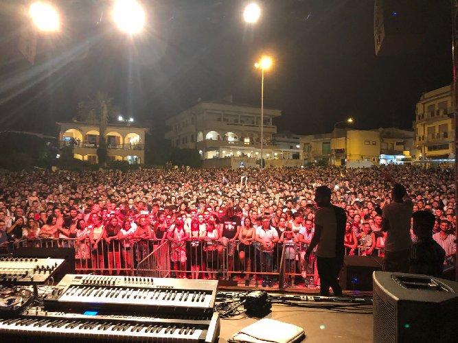 https://www.ragusanews.com//immagini_articoli/04-08-2018/modica-grandissimo-successo-concerto-eiffel-500.jpg