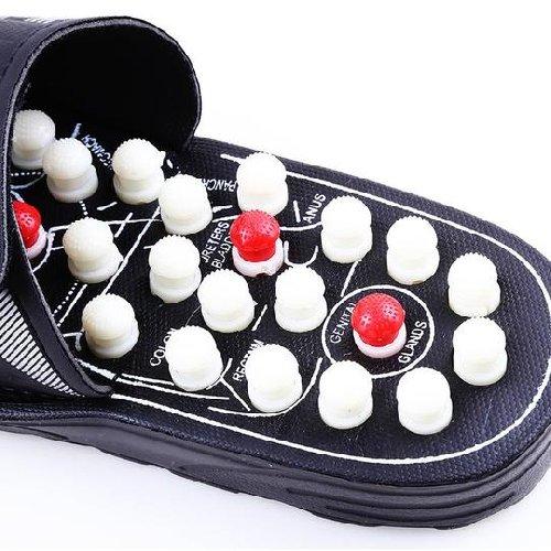 https://www.ragusanews.com//immagini_articoli/04-08-2018/scarpe-camminando-massaggiano-piedi-500.jpg