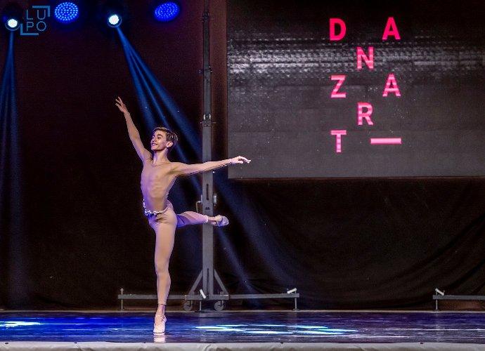 https://www.ragusanews.com//immagini_articoli/04-08-2018/spettacolo-danza-ragusa-500.jpg