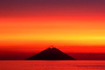 https://www.ragusanews.com//immagini_articoli/04-08-2020/1596558983-sicilia-d-estate-tra-spiagge-solitarie-e-campagne-assolate-2-240.jpg