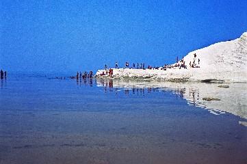 https://www.ragusanews.com//immagini_articoli/04-08-2020/sicilia-d-estate-tra-spiagge-solitarie-e-campagne-assolate-240.jpg