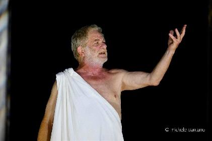 https://www.ragusanews.com//immagini_articoli/04-08-2021/1628079496-a-teatro-greco-di-siracusa-le-nuvole-sobrie-ed-eleganti-1-280.jpg