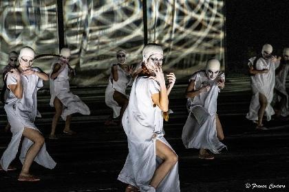 https://www.ragusanews.com//immagini_articoli/04-08-2021/1628079499-a-teatro-greco-di-siracusa-le-nuvole-sobrie-ed-eleganti-2-280.jpg