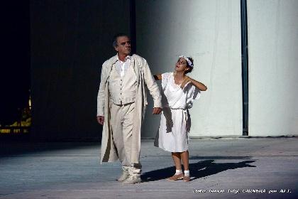 https://www.ragusanews.com//immagini_articoli/04-08-2021/1628079505-a-teatro-greco-di-siracusa-le-nuvole-sobrie-ed-eleganti-5-280.jpg