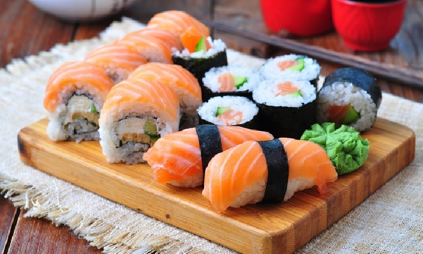 https://www.ragusanews.com//immagini_articoli/04-09-2017/dune-ragusa-arriva-sushi-preparato-vivo-500.jpg