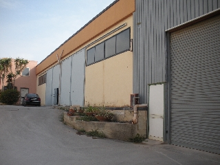 https://www.ragusanews.com//immagini_articoli/04-09-2017/vendesi-capannone-contrada-arizza-240.jpg