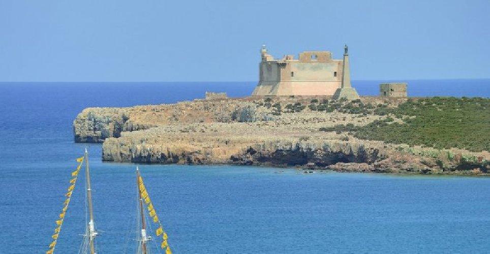 https://www.ragusanews.com//immagini_articoli/04-09-2019/il-tar-dice-si-al-resort-isola-di-capo-passero-500.jpg