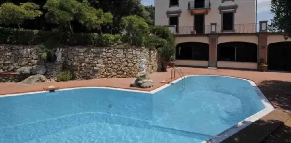https://www.ragusanews.com//immagini_articoli/04-09-2020/1599204356-in-vendita-una-villa-di-alberto-sordi-a-sei-milioni-di-euro-1-500.jpg