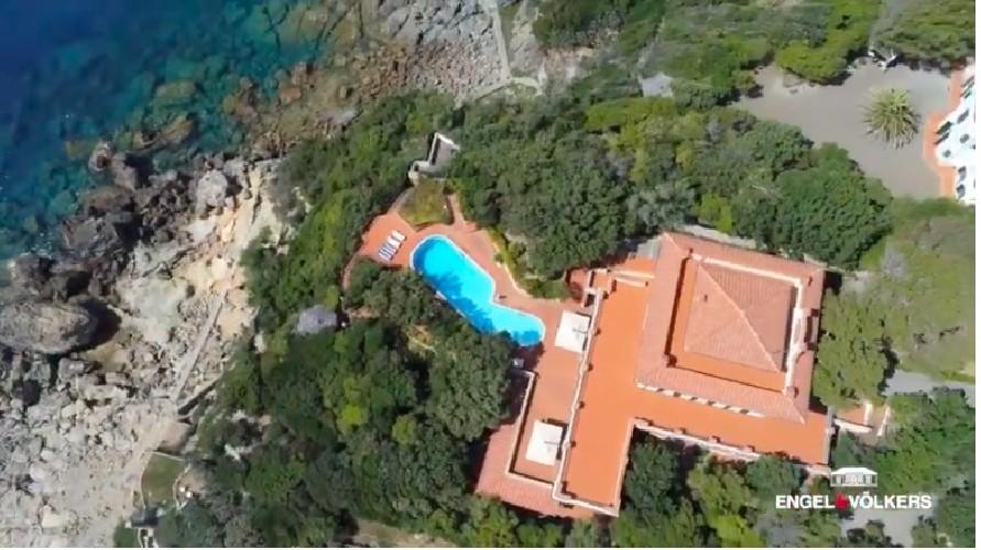 https://www.ragusanews.com//immagini_articoli/04-09-2020/1599204443-in-vendita-una-villa-di-alberto-sordi-a-sei-milioni-di-euro-1-500.jpg