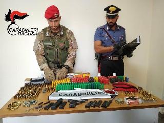 https://www.ragusanews.com//immagini_articoli/04-09-2020/arrestato-49enne-con-pistola-clandestina-e-munizioni-240.jpg