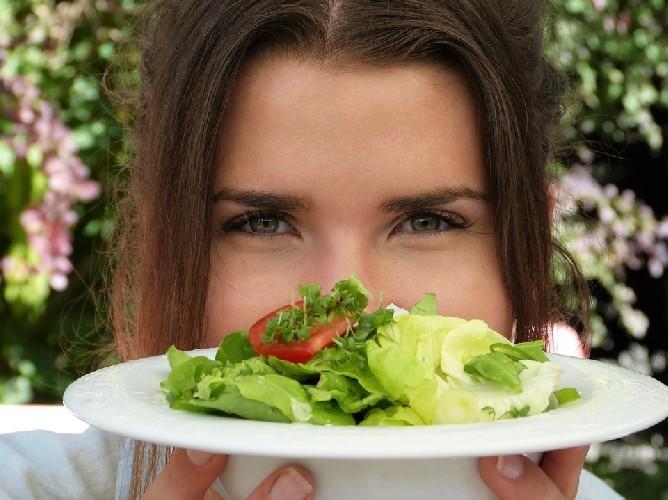 https://www.ragusanews.com//immagini_articoli/04-09-2020/la-dieta-per-depurare-il-colon-500.jpg