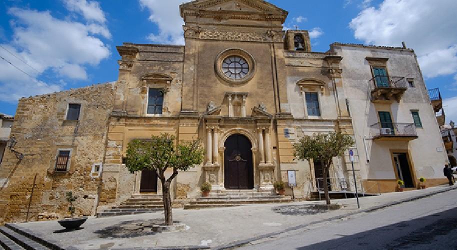 https://www.ragusanews.com//immagini_articoli/04-09-2020/sambuca-di-sicilia-discovery-channel-acquista-una-casa-per-farne-set-500.jpg