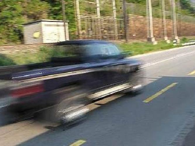 https://www.ragusanews.com//immagini_articoli/04-10-2014/pirata-della-strada-investe-anziana-e-scappa-500.jpg