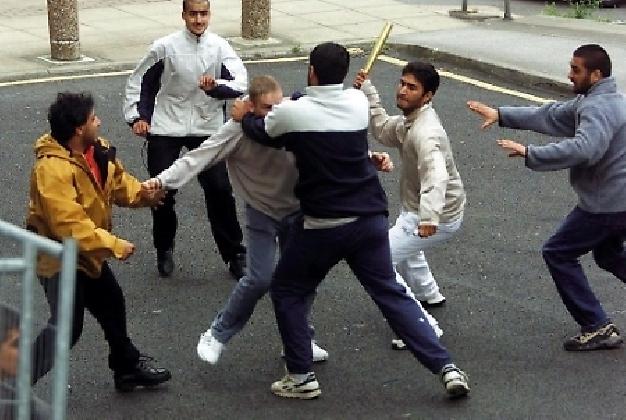 https://www.ragusanews.com//immagini_articoli/04-10-2016/rissa-fra-albanesi-in-piazza-liberta-denunciate-5-persone-420.jpg