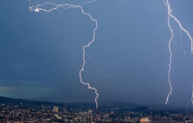 http://www.ragusanews.com//immagini_articoli/04-10-2017/allerta-meteo-sicilia-fino-gioved-pomeriggio-500.jpg