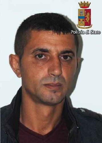 http://www.ragusanews.com//immagini_articoli/04-10-2017/evade-domiciliari-arrestato-albanese-500.jpg