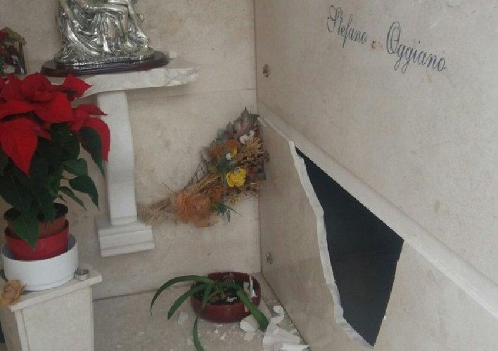 https://www.ragusanews.com//immagini_articoli/04-10-2018/danneggiata-tomba-famiglia-perseguitata-tunisino-500.jpg