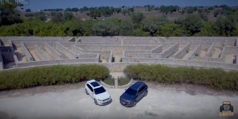 https://www.ragusanews.com//immagini_articoli/04-10-2018/jeep-gira-ragusano-video-240.png