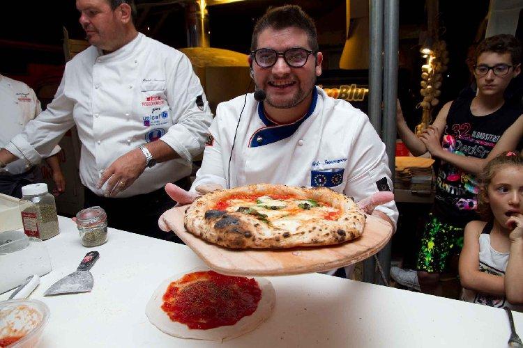 https://www.ragusanews.com//immagini_articoli/04-10-2018/pizzaiolo-societa-londra-assume-500.jpg