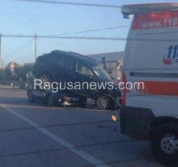 https://www.ragusanews.com//immagini_articoli/04-10-2019/1570210636-pauroso-incidente-donnalucata-cava-d-aliga-1-240.jpg