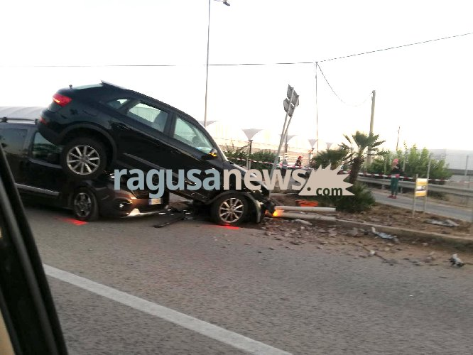 https://www.ragusanews.com//immagini_articoli/04-10-2019/pauroso-incidente-donnalucata-cava-d-aliga-500.jpg