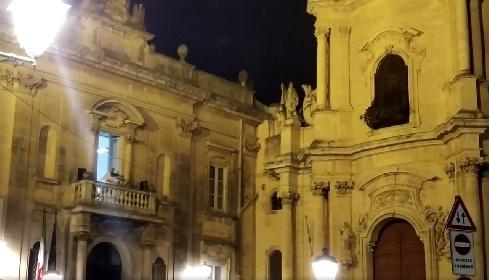 https://www.ragusanews.com//immagini_articoli/04-10-2021/il-violino-del-titanic-incanta-la-notte-di-ragusa-ibla-video-280.jpg