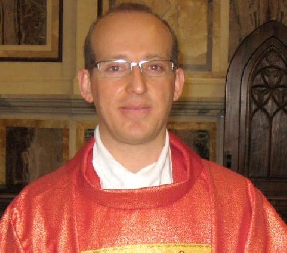 http://www.ragusanews.com//immagini_articoli/04-11-2014/don-andrea-la-terra-alla-chiesa-santa-maria-goretti-500.jpg