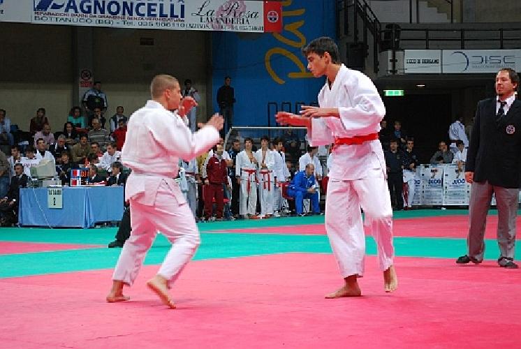 http://www.ragusanews.com//immagini_articoli/04-11-2014/due-ori-e-un-bronzo-per-il-judo-club-koizumi-al-torneo-sankaku-500.jpg