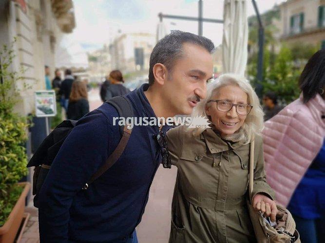 https://www.ragusanews.com//immagini_articoli/04-11-2018/nicola-savino-vacanza-modica-500.jpg