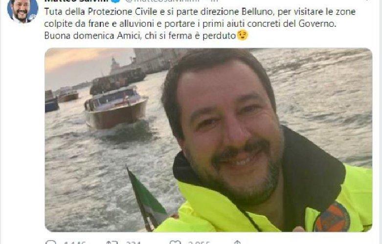 https://www.ragusanews.com//immagini_articoli/04-11-2018/salvini-prega-morti-maltempo-sicilia-selfie-ridendo-500.jpg