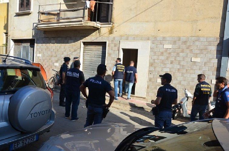https://www.ragusanews.com//immagini_articoli/04-11-2019/1572862992-la-casa-illegalita-ad-acate-1-500.jpg