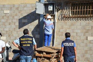 https://www.ragusanews.com//immagini_articoli/04-11-2019/la-casa-illegalita-ad-acate-240.jpg