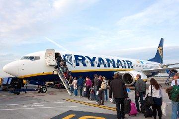 https://www.ragusanews.com//immagini_articoli/04-11-2019/ryanair-il-volo-cancellato-su-catania-colpa-maltempo-240.jpg